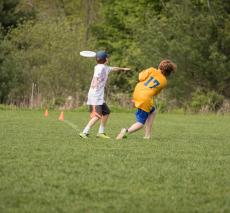 Ultimate frisbee bounces back with a 10-3 win over Boston Trinity.