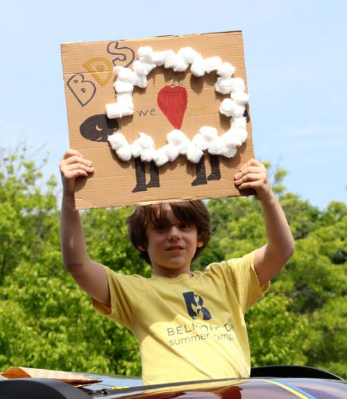 A boy holds up a sign: I Love BDS!